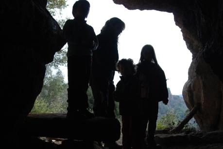A les coves vigileu amb els bandolers!