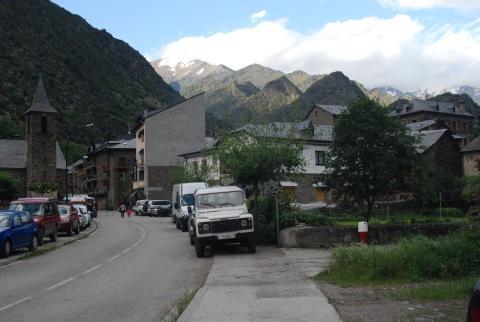 Entrada a la pobla d'Alins, al bell mig de la Vallferrera